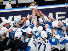 Finnlands Eishockey-Nationalteam feiert den dritten WM-Titel nach 1995 und 2011. Im Final bezwingen sie Kanada 3:1. (Bild: Keystone/AP/Petr David Josek)