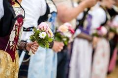 Ehrendamen mit Blumen. (Bild: Philipp Schmidli, Oberdorf, 26. Mai 2019)