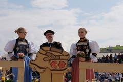 An der Sonntagsstille sprach der Seelsorger Marino Bosoppi über die runde Form des Schwingplatzes als Symbol für's Leben. (Bild: Richard Greuter, Oberdorf, 26. Mai 2019)