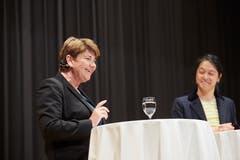 Stadtluzerner CVP-Politikerin Diel Tatjana Schmid Meyer (rechts) stellt Bundesrätin Viola Amherd Fragen. (Bild: Jakob Ineichen, Sempach, 28. Mai 2019)