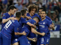 Torschütze Olivier Giroud im Zentrum von Chelseas Torjubel beim 1:0 (Bild: KEYSTONE/AP/LUCA BRUNO)