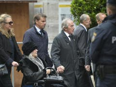 Auch Jackie Stewart (4. von links) reiste zur Trauerfeier nach Wien (Bild: Keystone/APA/APA/HERBERT NEUBAUER)