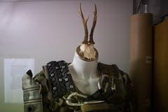 Das Kostüm nennt Weibel «der Mechaniker». Der Schädel gehörte ursprünglich zu einer Requisite, die Weibel für ein Schamanen-Musikvideo gebastelt hatte. (Bild: Benjamin Manser)