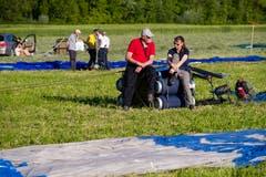 Teilnehmer warten infolge zu starkem Wind auf den Start an der Heissluftballon Schweizermeisterschaft am Freitag, 31. Mai 2019 in Willisau. (Bild: Philipp Schmidli)
