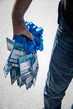Damit die Medienvertreter Zutritt zum Ruder-Gelände erhalten, bekommen sie einen Medien-Badge. (Bild: Roger Grütter, Luzern, 31. Mai 2019)