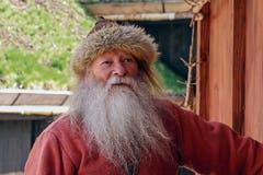 Hans wohnt im Wikingerdorf.