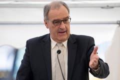 Guy Parmelin (SVP)Der Wirtschaftsminister hat vorgeschlagen, die Schweiz solle der EU eine «Gegenofferte» machen. «Wir müssen das Abkommen nochmals verhandeln », sagte er. (Bild: Peter Schneider/Keystone)