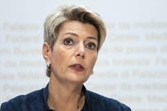 Karin Keller-Sutter (FDP)Sie schaffte es, die alte Europa- Koalition im Bundesrat neu zu beleben. Sie vertritt ein «Ja, aber» zum Rahmenabkommen, will die Kündigungsinitiative der SVP möglichst schnell bodigen. (Bild: Peter Schneider/Keystone).