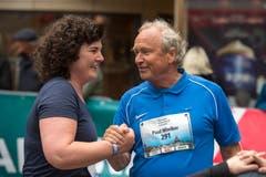 Die Regierungsratskandidaten Korintha Bärtsch und Paul Winiker am Luzerner Stadtlauf. (Bild: Dominik Wunderli, 4. Mai 2019)