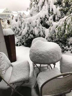 Richtig viel Schnee gab's auch auf der Gartenterrasse von
