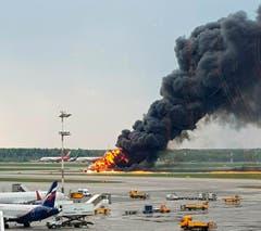Die Behörden Russlands gehen derzeit der Ursache für das Flugzeugunglück von Moskau am Sonntag nach. (Bild: Riccardo Dalla Francesca via AP)