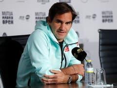 Roger Federer an der Pressekonferenz in Madrid (Bild: KEYSTONE/EPA EFE/CHEMA MOYA)