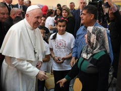 Der Papst besuchte am zweiten Tag seiner Bulgarien-Reise eine Flüchtlingsunterkunft. Franziskus hatte die Bulgaren bereits am Vortag dazu aufgerufen, Migranten aufzunehmen. (Bild: KEYSTONE/EPA ANSA/MAURIZIO BRAMBATTI)