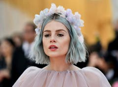 Lucy Boynton an der Met Gala in New York. (Bild: Charles Sykes/Invision/AP)
