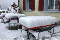 Winterliche Gartenwirtschaft beim Restaurant Kurzeck, oberhalb St. Gallen. (Bild: Bruno Widemann)