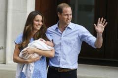 Prinz William und seine Frau Herzogin Kate freuen sich über ihr erstes Baby: Prinz George wird 2013 geboren. (Bild: AP Photo/Kirsty Wigglesworth)