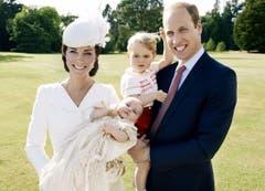 Fotoshooting nach der Taufe von Prinzessin Charlotte (mitte). (Bild: EPA/MARIO TESTINO / ART PARTNER)