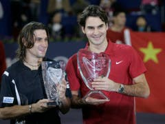 Nur einen konnte David Ferrer nie bezwingen: Roger Federer. Zum Beispiel 2007 im Final des Masters in Schanghai (Bild: KEYSTONE/AP/NG HAN GUAN)
