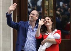 Prinz William und Kate präsentieren am 23. April 2018 ihr drittes Kind, Prinz Louis. (Bild: AP Photo/Kirsty Wigglesworth)