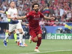 Schütze des frühen 1:0: Mohamed Salah brachte Liverpool mit seinem Handspenalty bereits in der 2. Minute in die richtige Spur (Bild: KEYSTONE/EPA/TOLGA BOZOGLU)