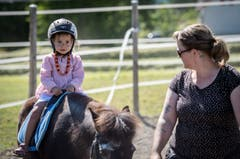 Für die Kinder gibt es Ponyreiten. (Bild: Reto Martin)