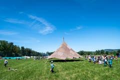 Als Lagerzentrum haben die Leiter einen Sarasani (grosses Zelt aus Blachen) gebaut. (Bild: Christian H. Hildebrand, Hagendorn, 8. Juni 2019)