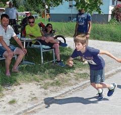 Beim Geländelauf kam es nicht nur auf den Start an, wichtiger war ein langer Atem. (Bild: Bilder: Ulrike Huber)