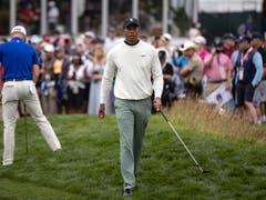 Schon auf der Trainingsrunde scharen sich die Fans um Tiger Woods (Bild: KEYSTONE/EPA/ETIENNE LAURENT)