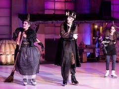 In Thomas Hürlimanns Adaption von William Shakespeares «Was ihr wollt», das die Freilichtspiele Luzern noch bis am 14. Juli zeigen, greifen der Tod und Hexen immer wieder ins Geschehen ein. (Bild der Hauptprobe) (Bild: KEYSTONE/ALEXANDRA WEY)