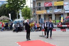 Elmar Metzger, Gemeindepräsident von Flawil, erwartet den höchsten St. Galler am roten Teppich.