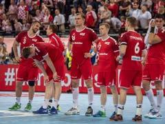 Trotz der Niederlage haben es die Schweizer weiterhin in den eigenen Händen. Sie können sich am Sonntag in Novi Sad gegen Serbien gar eine Niederlage mit vier Toren Unterschied erlauben, um sicher an der EM-Endrunde in Österreich, Schweden und Norwegen dabei zu sein (Bild: KEYSTONE/URS FLUEELER)
