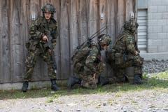 WK-Soldaten müssen das Dorf erobern. (Bild: Eveline Beerkircher, Walenstadt, 12. Juni 2019)