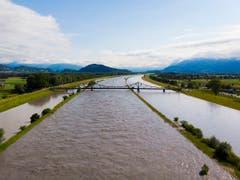 Hochwasser im Rhein, aufgenommen am Mittwoch in Widnau. (Bild: Keystone/GIAN EHRENZELLER)