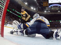 Bostons Angreifer Marcus Johansson scheitert am hervorragenden Blues-Goalie Jordan Binnington (Bild: KEYSTONE/AP Pool, Getty Images/BRUCE BENNETT)