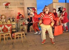 In der Obwaldner Oper «Soosätunggis» ist die Schauspielerin und Sängerin Bruna Guerriero als Obwaldner Matrone voll in ihrem Element. (Bild: Romano Cuonz, Stalden, 12. Juni 2019)