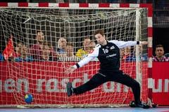 Nikola Portner, Torhüter der Schweizer Handball-Nati, kassiert einen Treffer. (Bild: Philipp Schmidli, Zug, 12. Juni 2019)