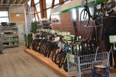 Das Zweiradsortiment ist im Wintergarten untergebracht. (Bild: Beat Lanzendorfer)