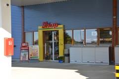 Der Eingang zum Agrola-Shop. (Bild: Beat Lanzendorfer)