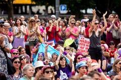 Frauen streiken am nationalen Frauenstreik am Freitag, 14. Juni 2019, in Luzern. (Bild: KEYSTONE/Alexandra Wey)