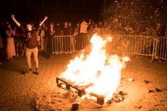 Frauenstreik in Lausanne – es brennt. (Bild: KEYSTONE/Laurent Gillieron)
