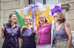 Die Frauen halten zusammen: Frauenstreiktag vor dem Regierungsgebäude Frauenfeld. (Bild: Andrea Stalder)