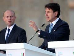 Italiens Regierungschef Giuseppe Conte spricht am Gipfel der Südeuropäischen Staaten in Valletta auf Malta. (Bild: KEYSTONE/EPA/DOMENIC AQUILINA)