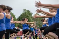 Eine Gymnastik Gruppe zeigt ihr Können. (Bild: Urs Flüeler / Keystone, Aarau, 14. Juni 2019)