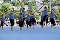 Kinder führen Eingeübtes am Eidgenössischen Turnfest in Aarau vor. (Bild: Marc Schumacher/freshfocus, Aarau, 15. Juni 2019)
