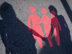 Markierung für Fussgänger auf der Quaibrücke. (KEYSTONE/Melanie Duchene) (Bild: KEYSTONE/MELANIE DUCHENE)