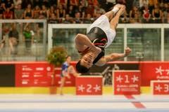 Akrobatische Einlagen am Eidgenössischen Turnfest in Aarau – hier Eddy Yusof (Boden) (Bild: Marc Schumacher/freshfocus, Aarau, 15. Juni 2019)