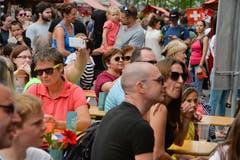 Das Publikum ist dem Fest entsprechend bunt gemischt. (Bild: Donato Caspari)