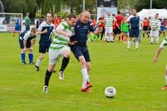 Die FCK Bodensekickers (weiss-grün) spielen gegen den FC Lion Kings (FC Zürisee). (Bild: Donato Caspari)