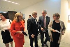 Regierungsrätin Heidi Z'graggen erschien ganz in rot. Auch dabei waren Regierungsrätin Barbara Bär (links) und Regierungsrat Urban Camenzind (rechts).