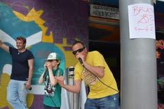 Der 8-jährige Quentin beatboxte zusammen mit Hip-Hopper und Organisator Roberto Stella.